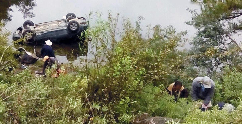 Percance. El auto quedó volcado en una de las Lagunas de Zempoala, resultando cinco personas lesionadas, quienes fueron auxiliadas por paramédicos.