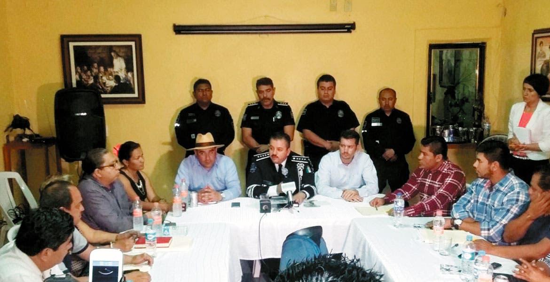 Informan. El alcalde Agustín Alonso Gutiérrez junto con Albert o Capella Ibarra señalaron que han reforzado la seguridad en Yautepec para evitar el incremento de hechos delictivos.