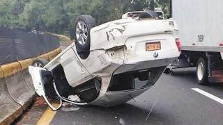 Queda taxista herido al volcar en autopista México-Cuernavaca 2