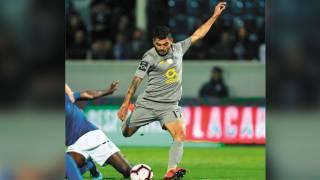'Tecatito' y Herrera ganan partida a Pollo Briseño 2