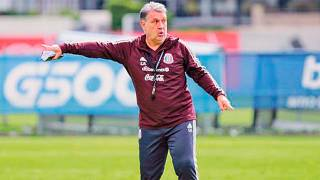 Contempla el Tata a 31 futbolistas 2