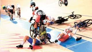 Aparatosa caída en el ciclismo... 2