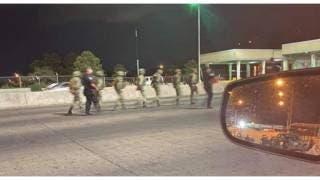 7 militares mexicanos detenidos por agentes de Aduanas...