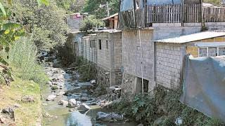 Reitera Protección Civil sobre peligro de vivir junto a las barrancas  2