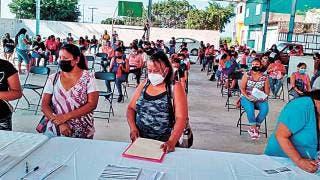 Entregan en Ayala tarjetas de Bienestar y becas 2