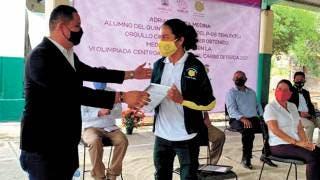 Llevan a cabo ceremonia en reconocimiento a alumno de Cobaem 2