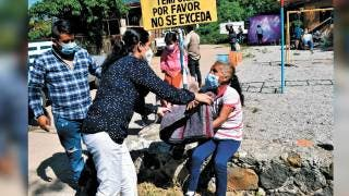 Entregan cobijas a adultos mayores en Tepoztlán 2