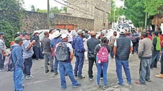 Bloquean ejidatarios y maestros en Cuernavaca 2