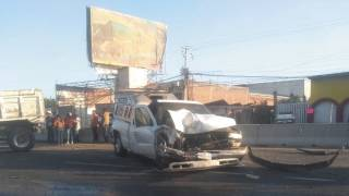 Choca camioneta con camión de volteo en Cuautla 2