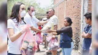 Entregan Cuauhtémoc Blanco y Natalia Rezende 18 t de comestibles 2