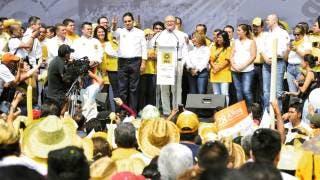 Para adelante. El Gobernador Graco Ramírez (abajo), acompañado por su homólogo de Michoacán, Silvano Aureoles, dijo que en el PRD están las puertas abiertas a cualquier persona.