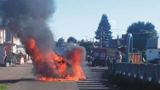 'La libran' 3 sujetos de ser linchados en Huitzilac, les queman un taxi 2