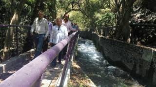 Visita. Topiltzin Contreras y Pablo Rubén Villalobos recorren el Parque Chapultepec