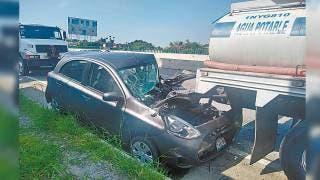 Destroza auto contra pipa y sale herido en el Paso Express de Cuernavaca 2