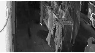 VIDEO: Captan a sujetos robando ofrenda de día de muert...