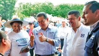 Visita Víctor Caballero la colonia Ciudad Chapultepec