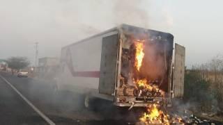 Se incendia trailer que transportaba papel higiénico 2