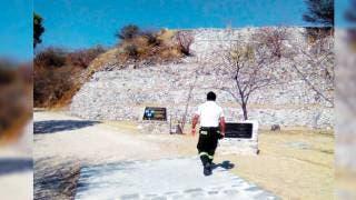 Calor. A pesar de la alta temperatura, los turistas acudieron a visitar las distintas pirámides ubicadas en Morelos.