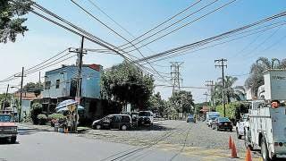 Colapsa árbol y deja sin luz a 20% de Cuernavaca 2