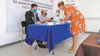 Entregan 130 plazas a maestros en Morelos