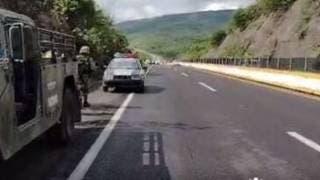 Se baja a cambiar la llanta del auto, lo atropellan y muere en la Cuernavaca-Chilpancingo 2