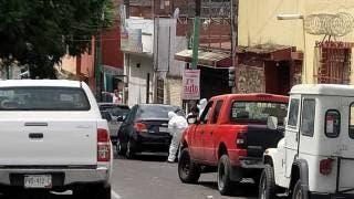 Hallan auto abandonado en calle Leyva, de Cuernavaca; está relacionado con el asalto a 2 joyerías 2