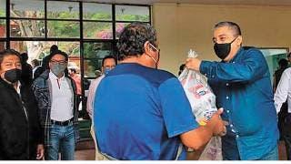 Dan despensas a los adultos mayores en Tepoztlán 2