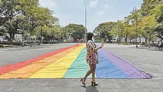 Fotonota: Luce bandera LGBT en Plaza de Armas 2