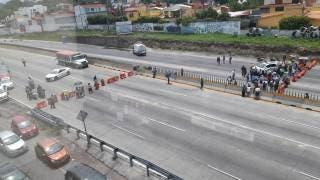 Colapsan bloqueos Paso Express Cuernavaca; la razón, falta de agua 2