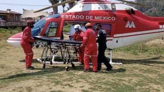 A botellazos y pedradas, impiden aterrizar de emergencia a helicóptero que llevaba a bebé grave 2