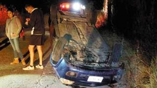 Salen 2 heridos al volcar auto en Temixco 2