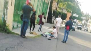 Se echa de reversa camioneta y arrolla a dos mujeres en Cuautla 2