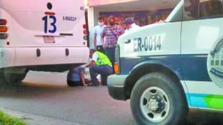 Cae una mujer al bajar de la ruta en Cuernavaca 2