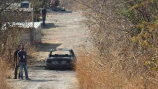 Hallan 2 cadáveres en auto calcinado en la colonia Aeropuerto, de Temixco 2