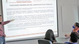 Capacitan en ética a trabajadores de SAPAC 2