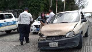 Colisionan tres vehículos en Zacatepec 2