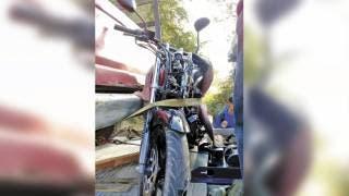 Con golpe en la cabeza resulta motociclista al chocar en Morelos 2