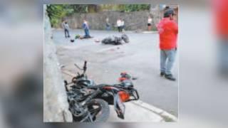 Chocan 2 personas en moto y quedan lesionadas en Cuernavaca 2