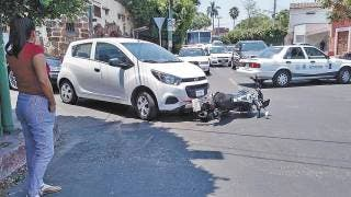 Embisten a pareja en moto en Cuernavaca 2