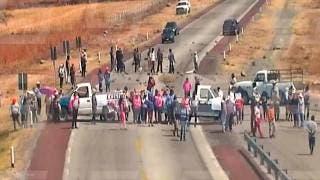 Bloquean la autopista Siglo XXI y exigen justicia para Samir Flores Soberanes 2