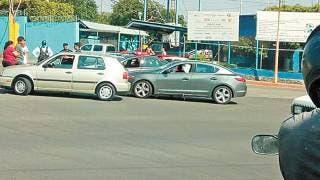 Chocan 2 coches en bulevar Cuauhnáhuac, de Jiutepec 2