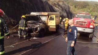 Se incendia camioneta de valores en la México-Cuernavaca 2
