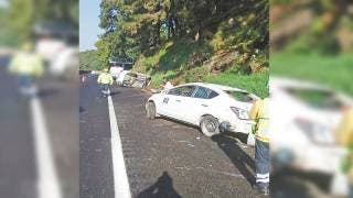 Choca y vuelca auto en la autopista México-Cuernavaca 2