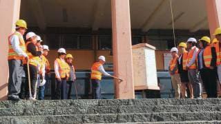 Simbólico. Autoridades de la UAEM escenificaron la demolición del legendario edificio, cuyo derribo iniciará oficialmente hoy