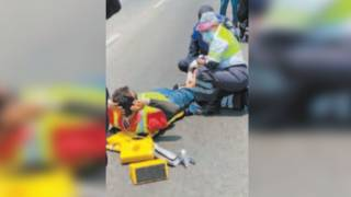 Derrapa motociclista y queda fracturado en el Paso Express 2