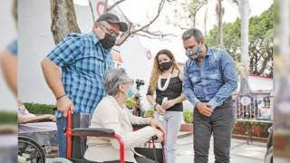 Entrega DIF Cuernavaca sillas de ruedas y bastones 2