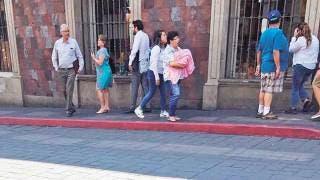 Se pasea plácidamente ex rector Alejandro Vera 2