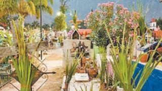 Recuerdan con una flor a las mamis en panteones de Tepoztlán 2