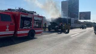 Sofocan incendio de camioneta en el Paso Express Cuernavaca 2