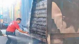 Se prende camión de refrescos en el Paso Express 2